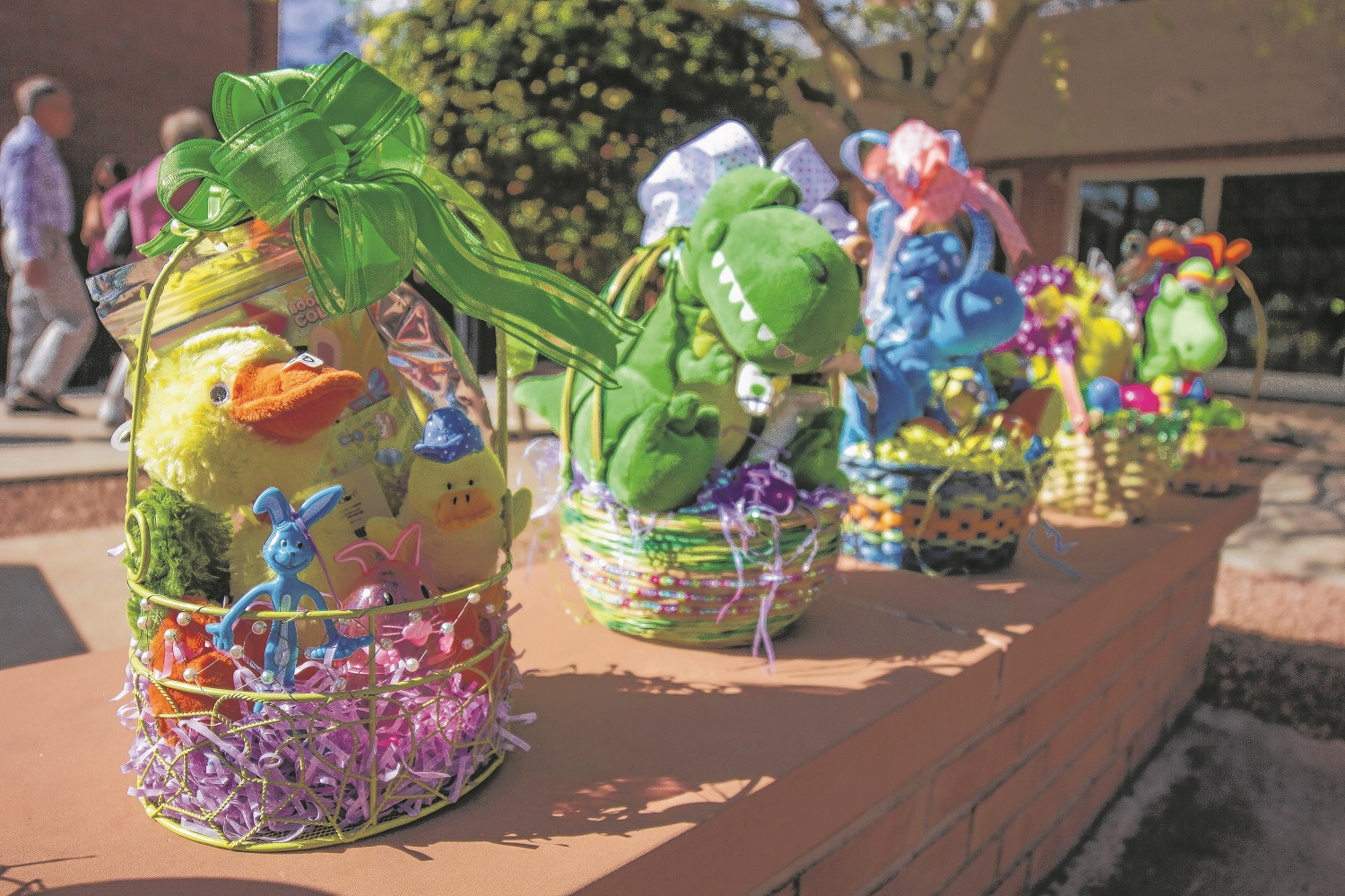 Baskets galore are the attraction at a Tempe bazaar, proceeds from which are used to help East Valley Child Crisis Center. (Wrangler News/Alex J. Walker)