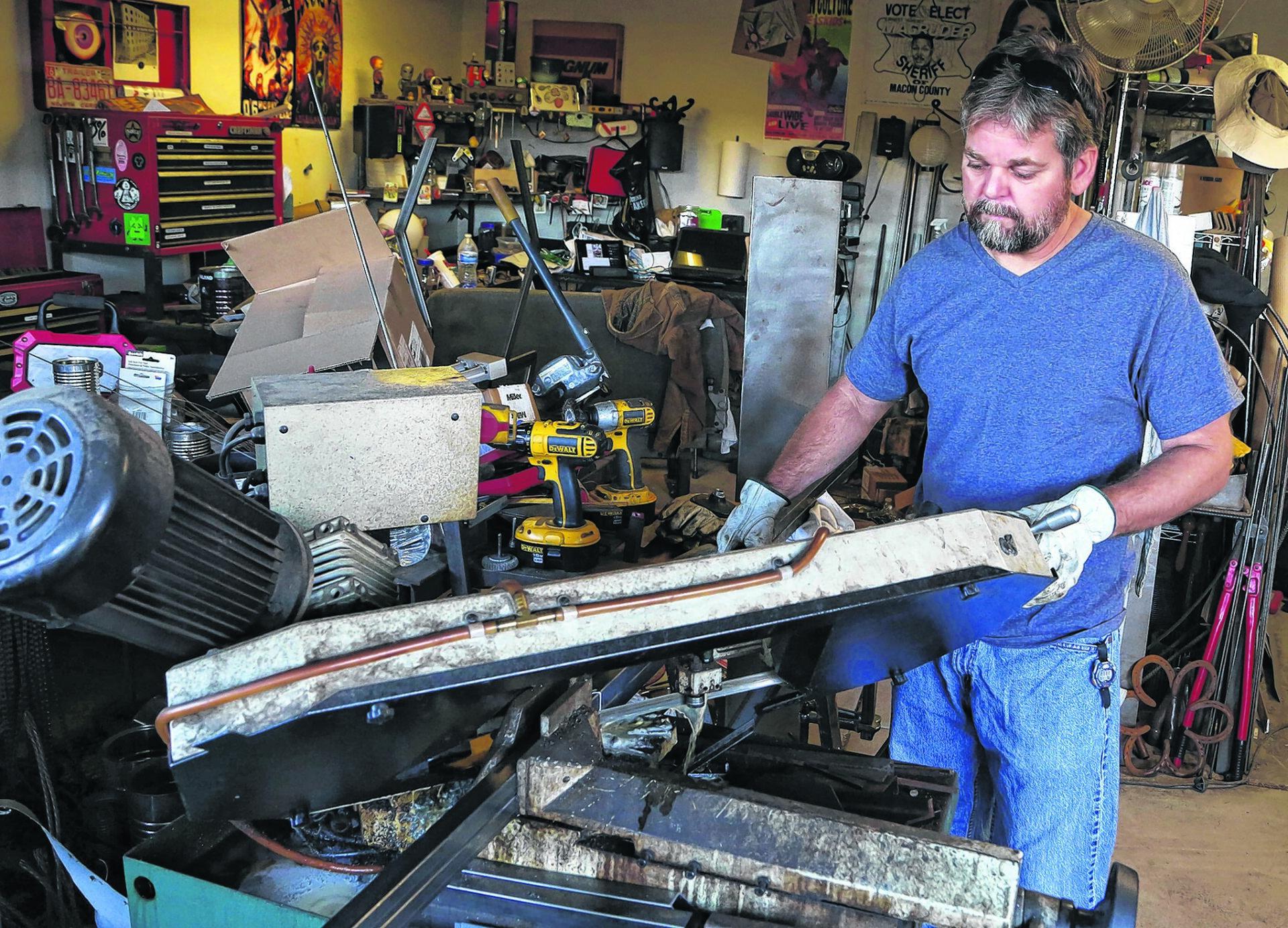 Weekend art fest draws TV tech-turned metal sculptor