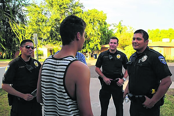 Ex-officer advises when to 'say something' and to whom